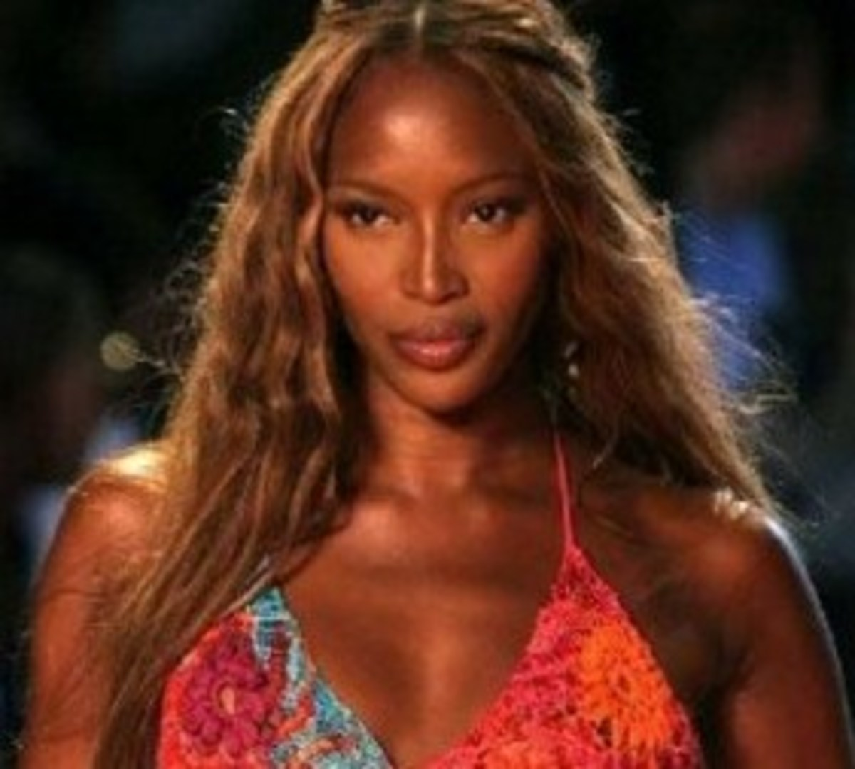 Naomi Campbell with long, wavy light hair. Black Women with Blonde Hair.