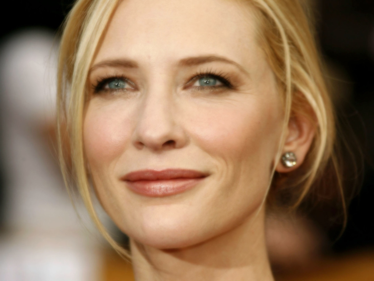 Cate Blanchett in a pearly pink lipstick color