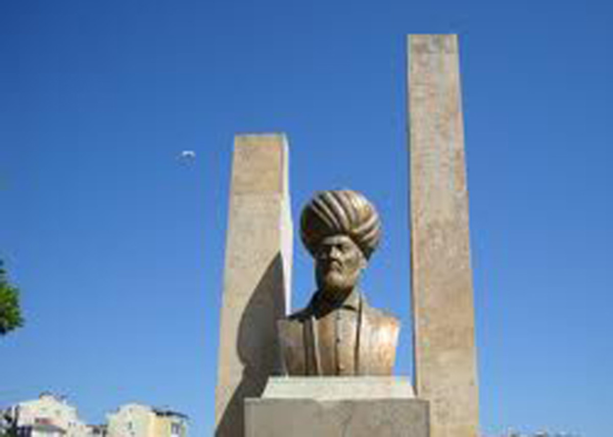 A bust of the famous Turkish Admiral Piri Reis.