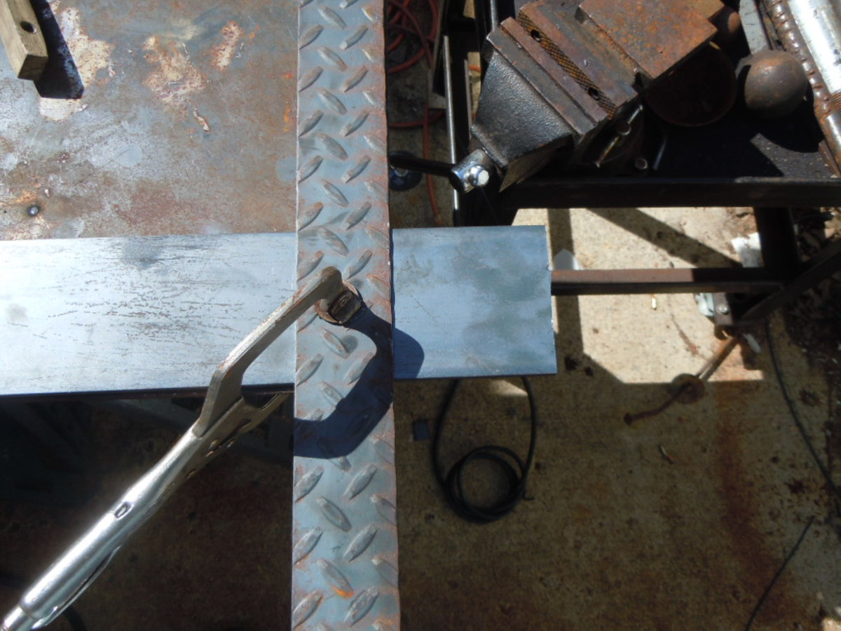 Cutting  straight  in metal with an angle grinder