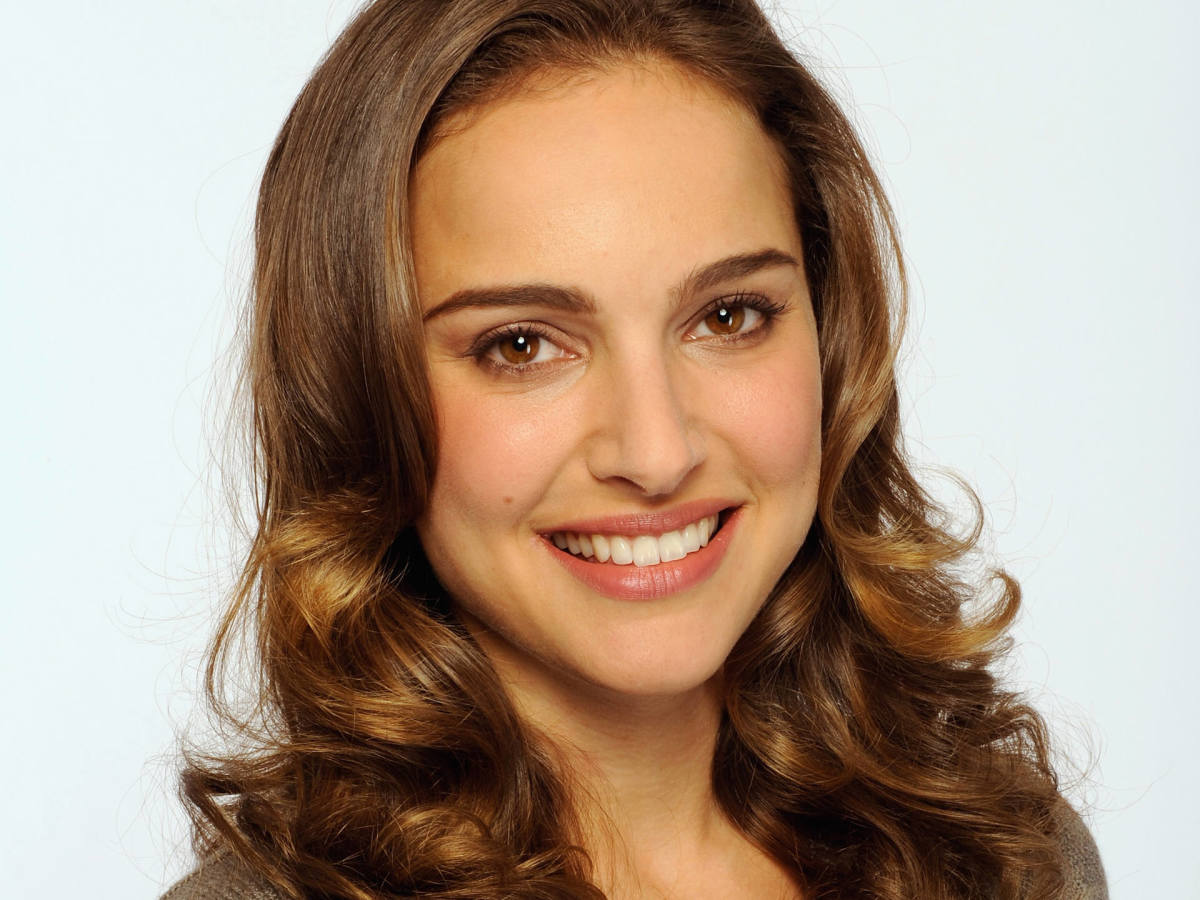 Natalie Portman's Blush Techniques. Makeup for Light Brown Hair and Brown Eyes