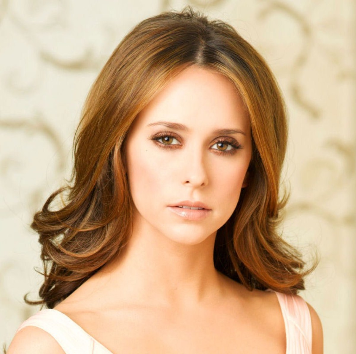Jennifer Love Hewitt's Eyeshadow