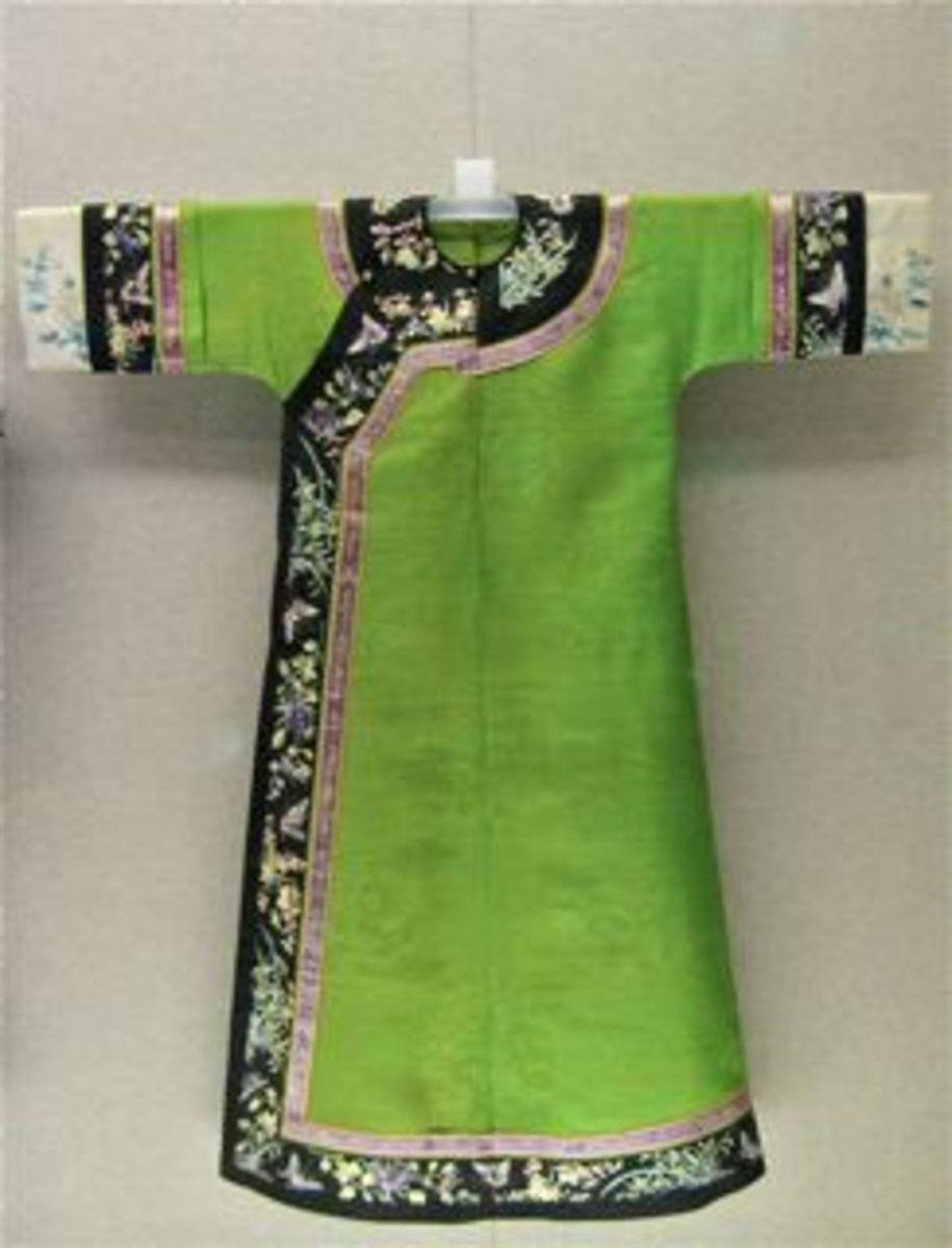 Green gauze cheongsam.  Manchu. Qing dynasty(1644-1911).