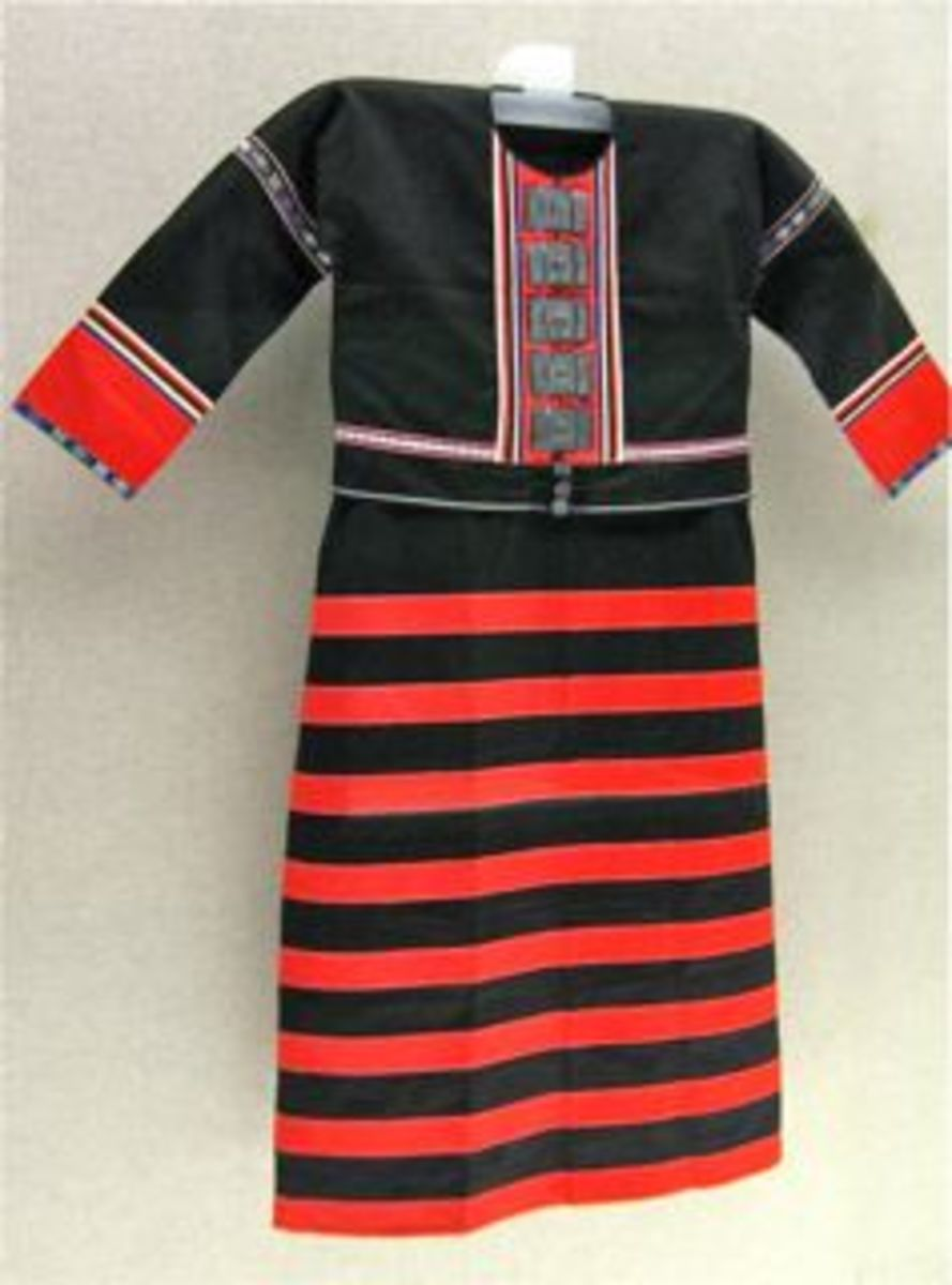 Striped dress from D'ang minority group (Yunnan).