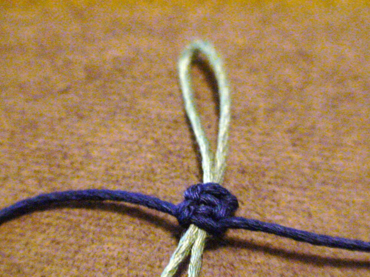 5.  A slip knot closure consisting of two square knots.  Test the slip knot by holding onto the loop and gently sliding the blue square knots up and down to alter the size of the loop.
