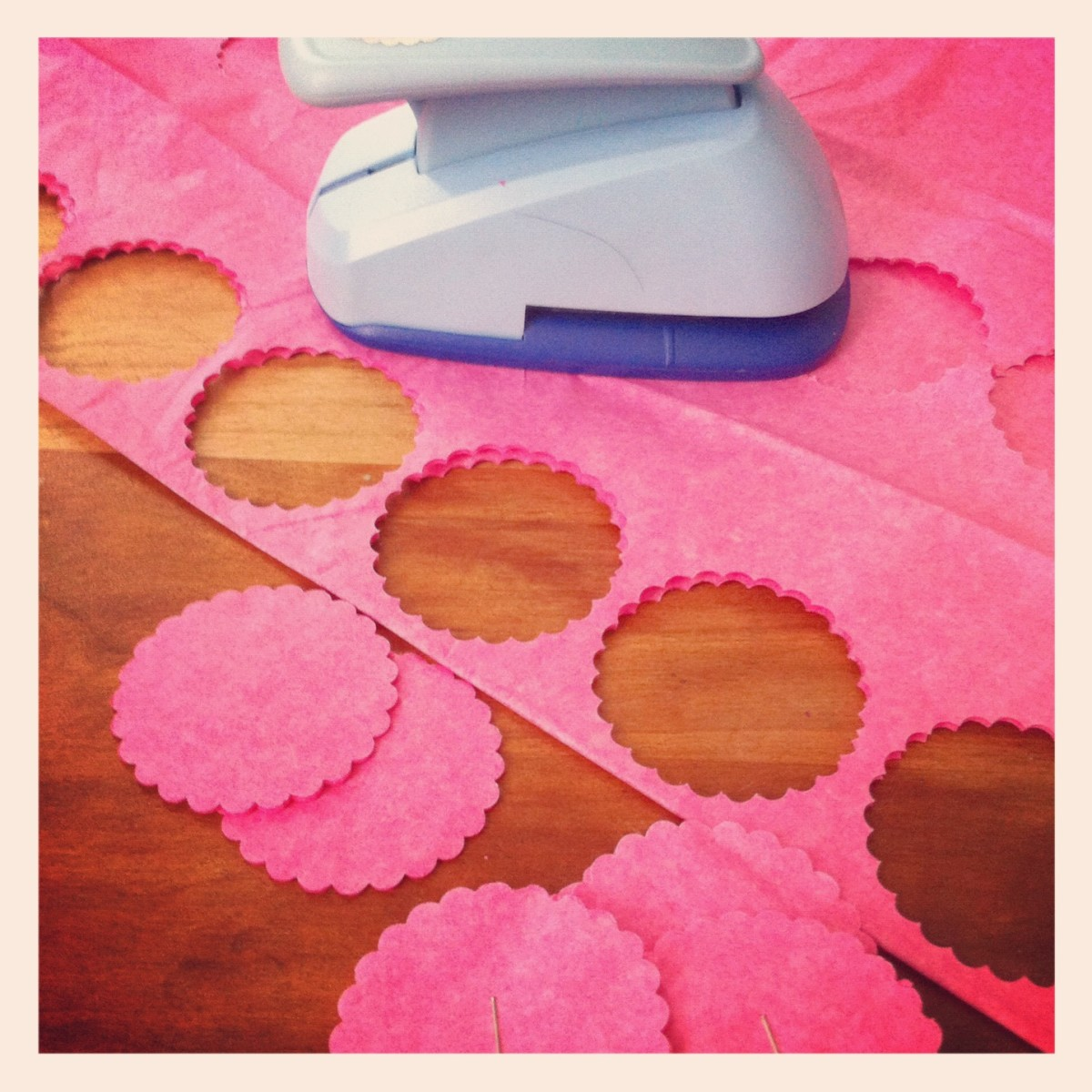 how-to-make-mini-tissue-paper-pom-poms-and-flowers