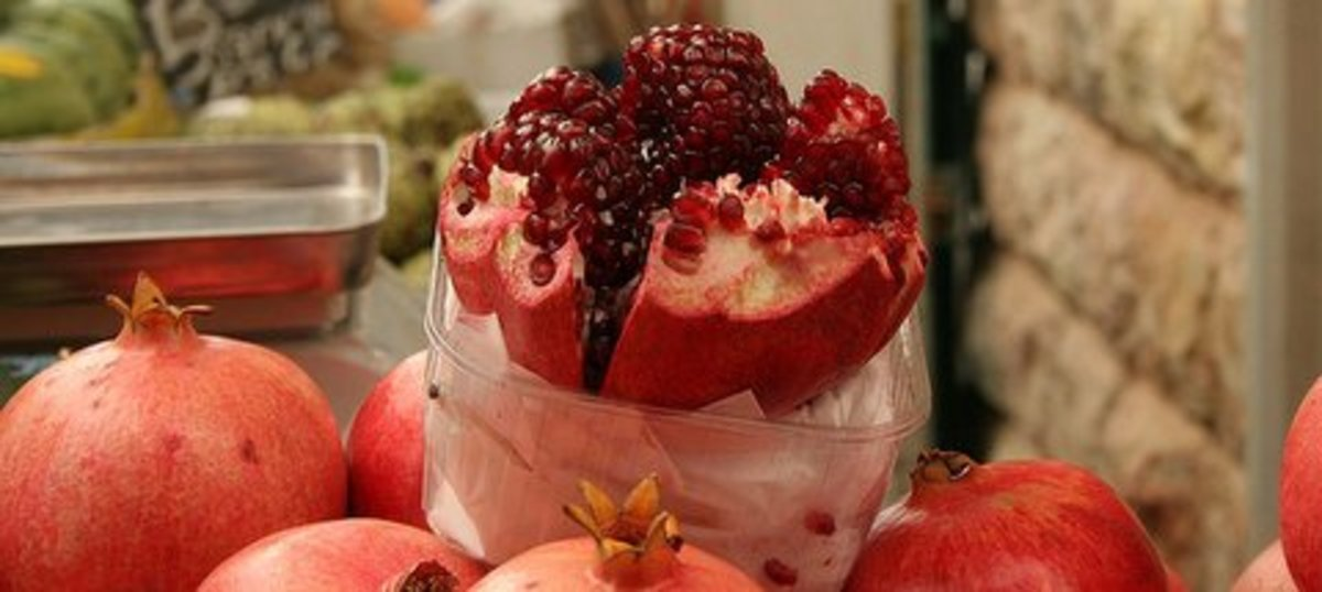 Eat pomegranate to reduce cholesterol and lower your stress level