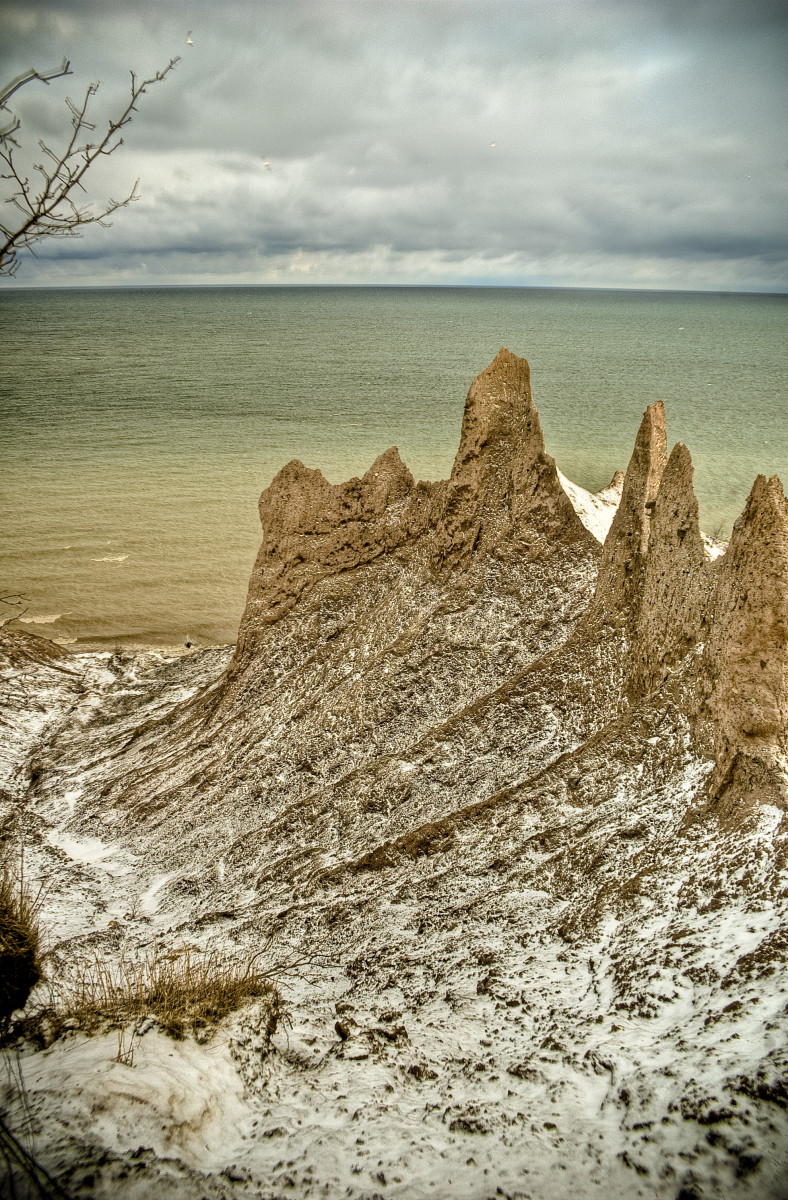 Chimney Bluffs State Park is located on Lake Ontario and has spectacular spires created by glaciers.