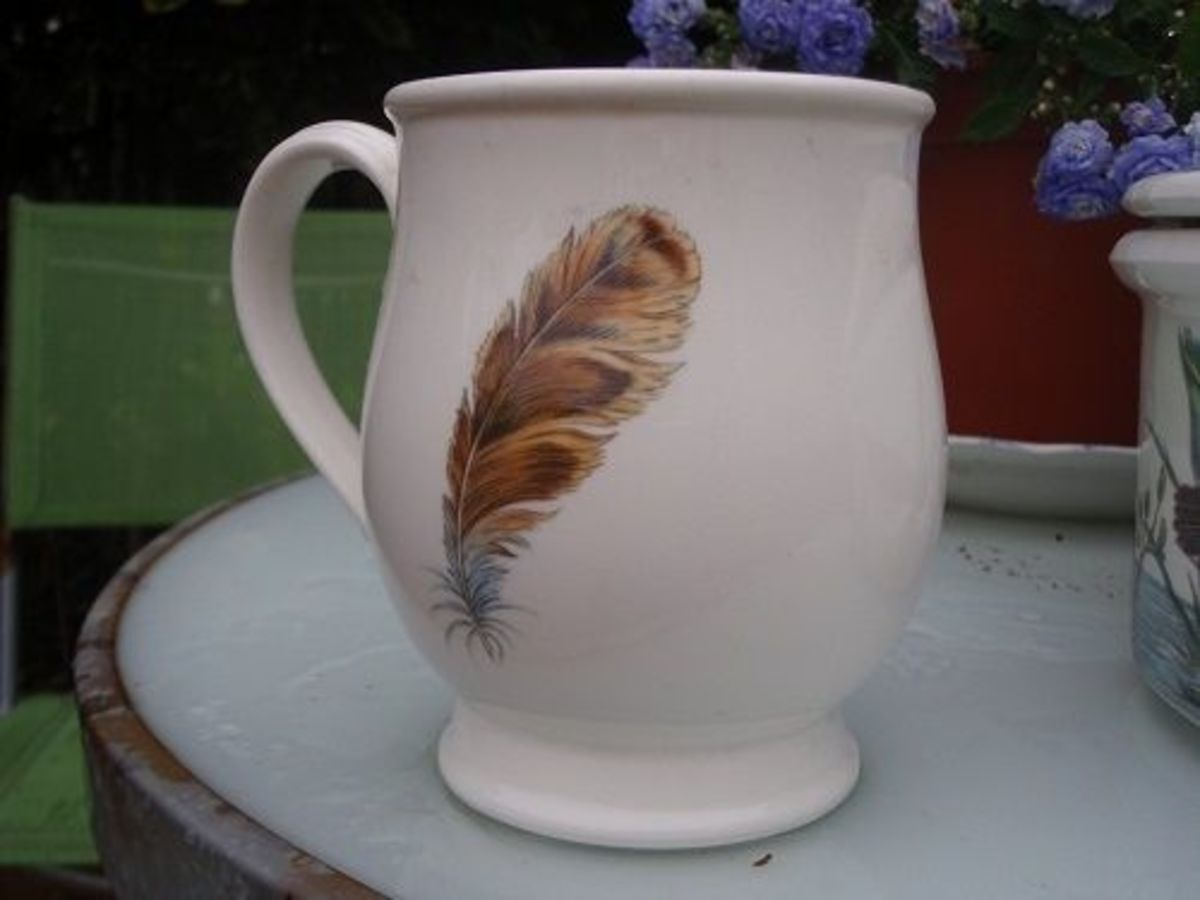 The feather motif found on the back of the mugs.
