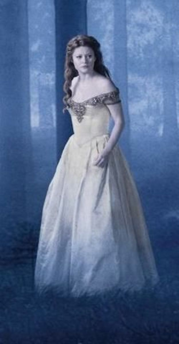 Belle (Emilie de Ravin)