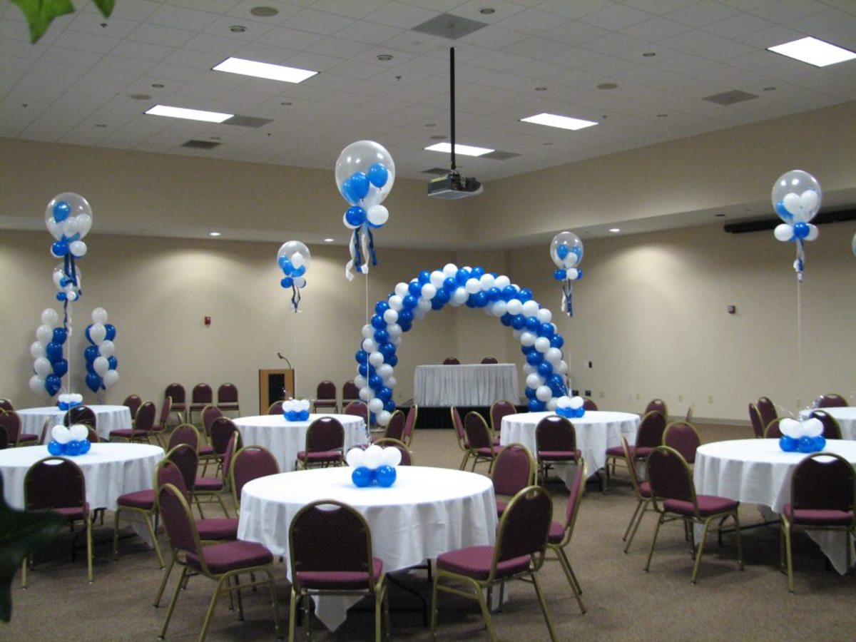 Stuffed bubble balloons and an arch