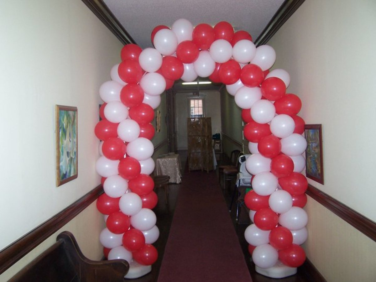 One of Mandy's balloon arches