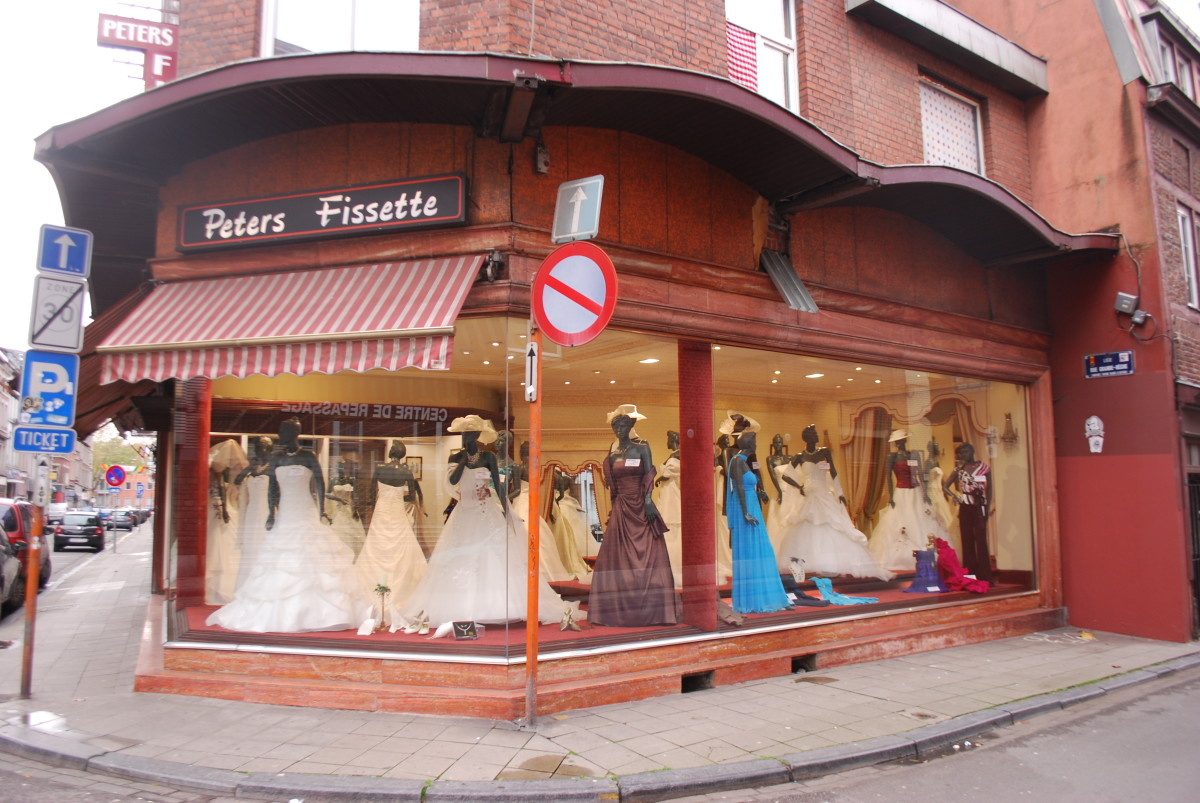 Bridal shops, along with brides-to-be, are good examples of prospective customers for vertical or industry-specific advertising.