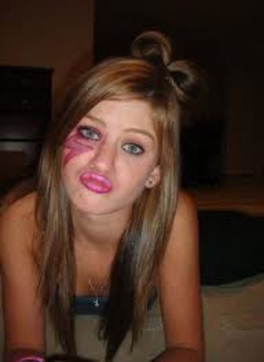 "GIRL MAKING ""DUCK FACE""...IS THIS CUTE?"
