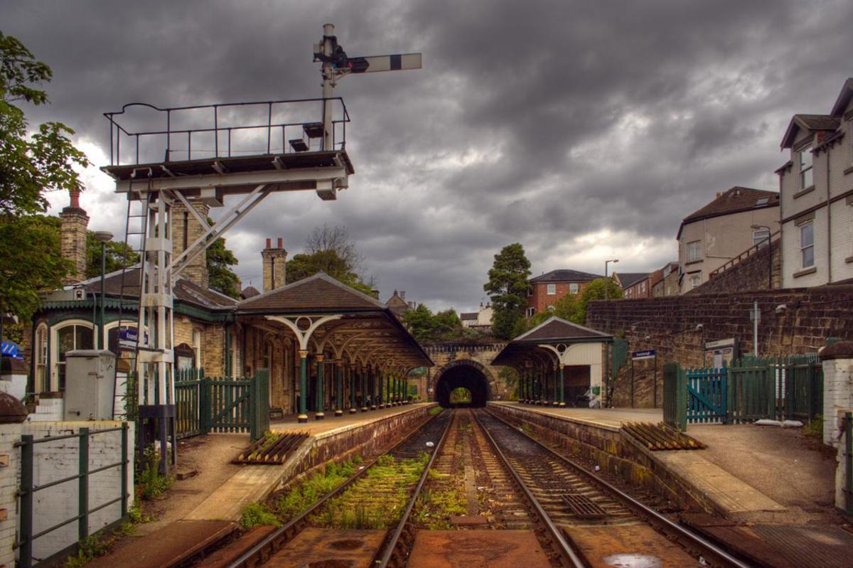 Knaresborough Station. The signal cabin above is to the left behind the camera in this view, taken from the end of the viaduct (Harrogate end) towards the tunnel (York direction)