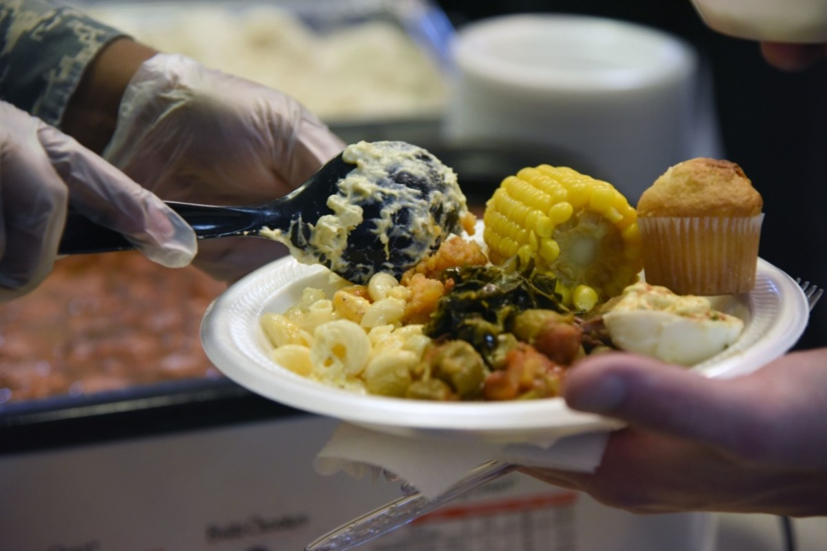 Airmen sample soul food [Image 4 of 5]