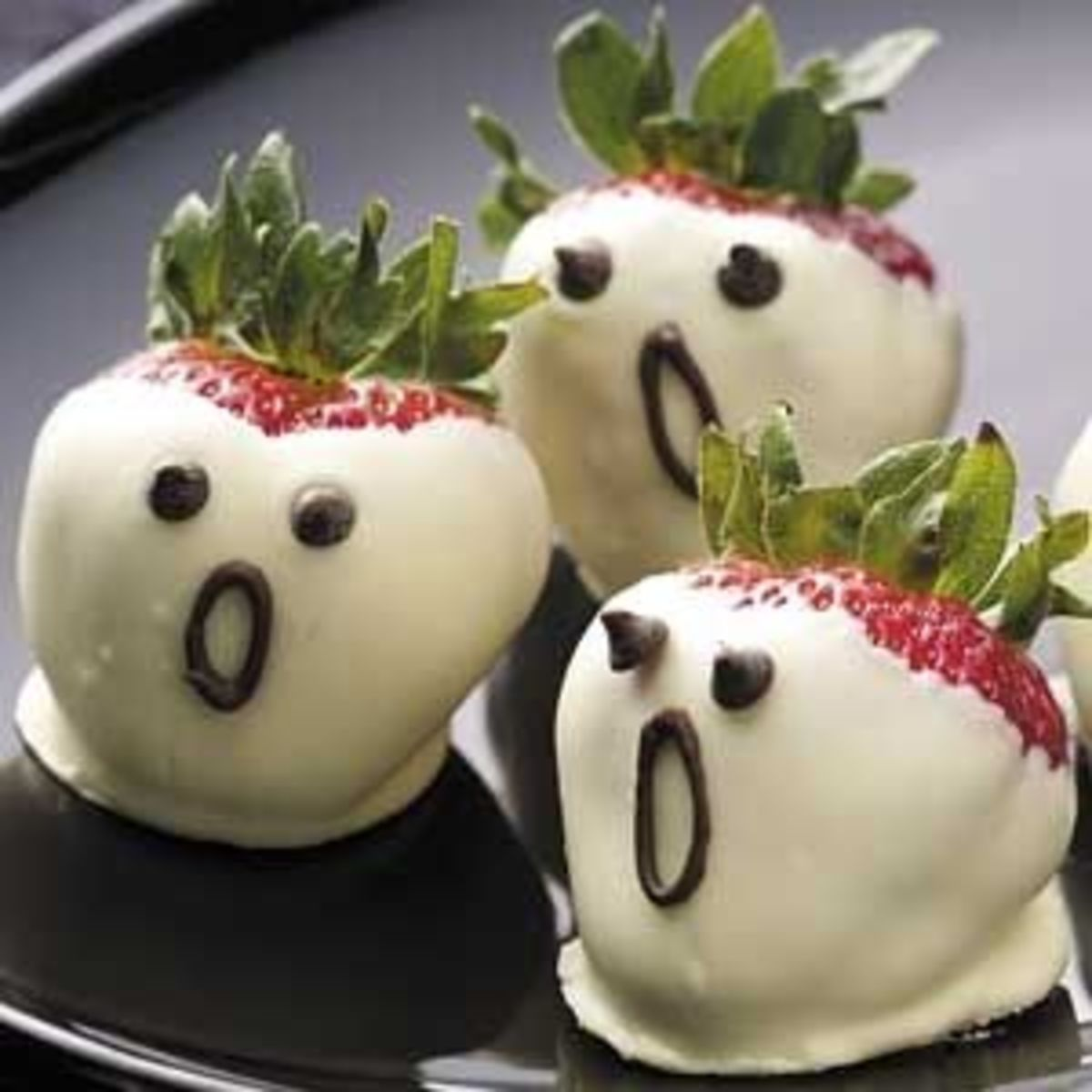 Halloween Food Ideas - Strawberry Ghosts