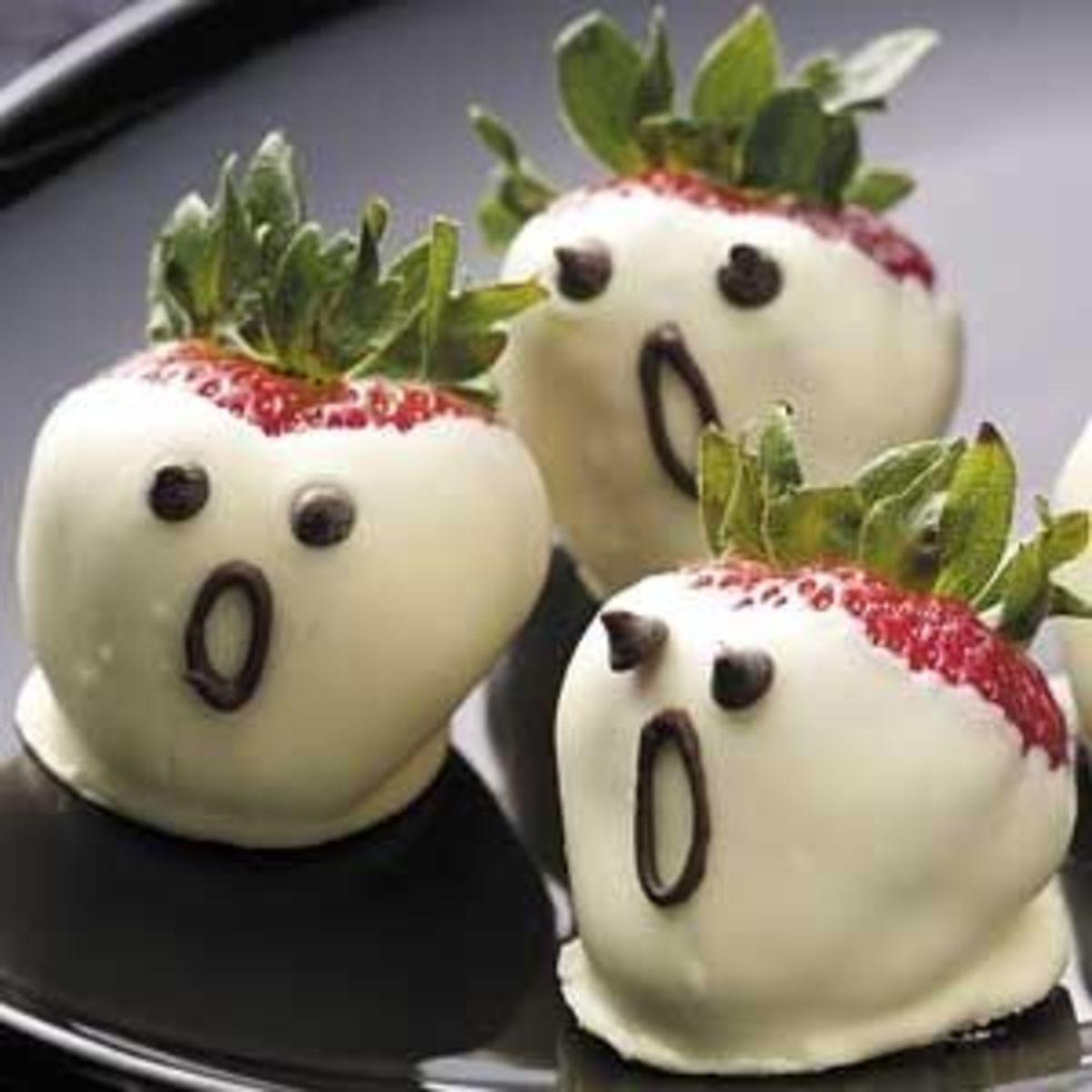 Halloween Food Ideas - Strawberry Ghosts