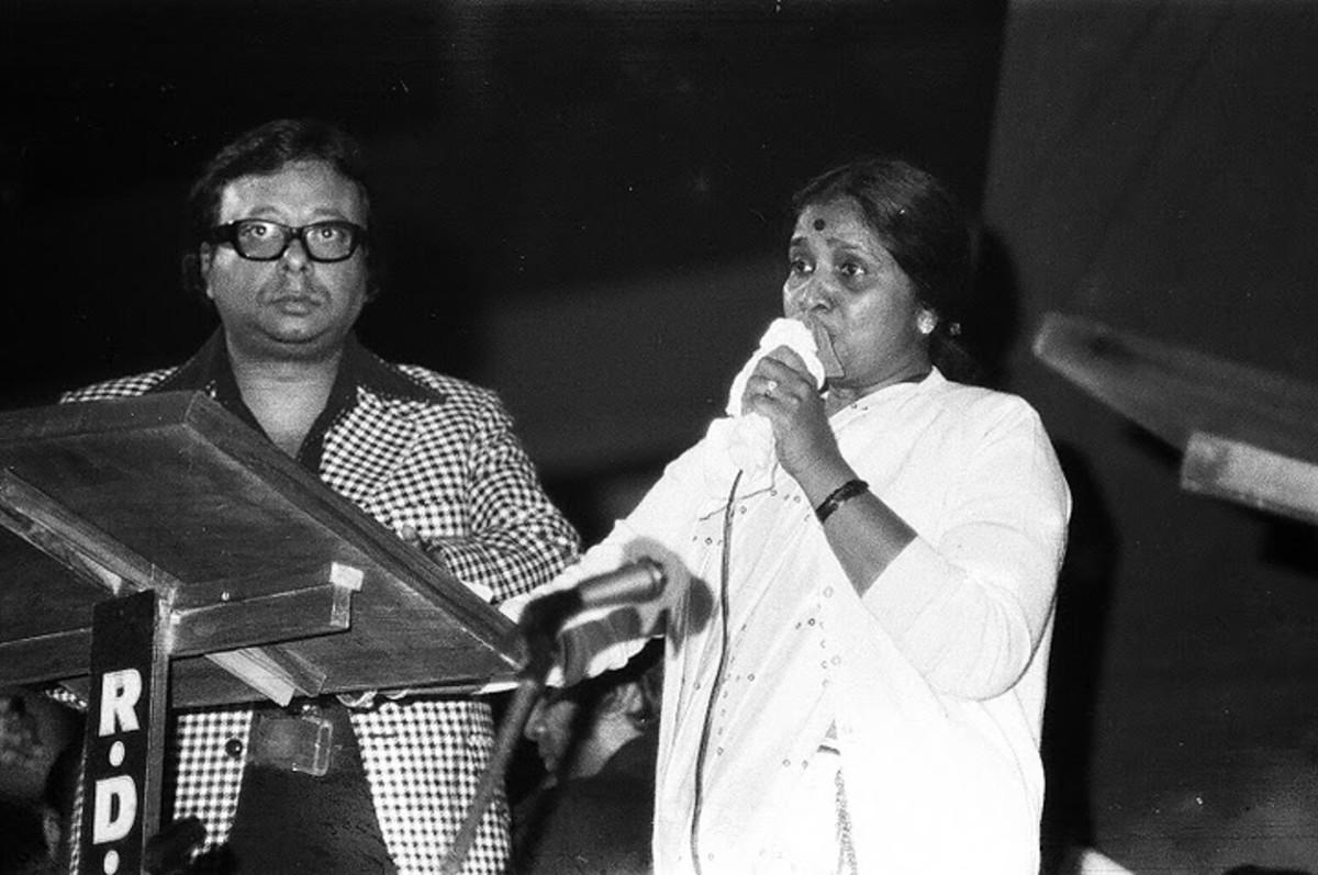 asha-bhosle-the-legendary-female-singer-of-bollywood