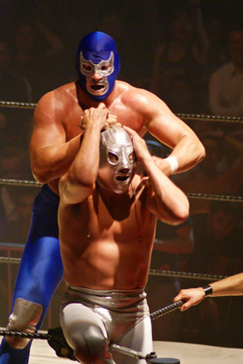 El Hijo De Santo (son of El Santo, wearing his father's trademark mask) Vs. Blue Demon Jr.