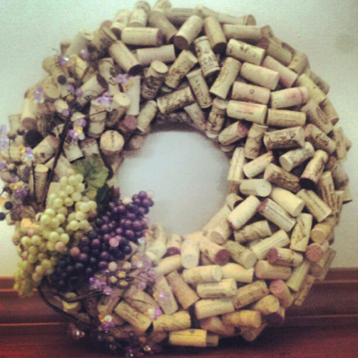 How to Make a Wreath With Wine Corks