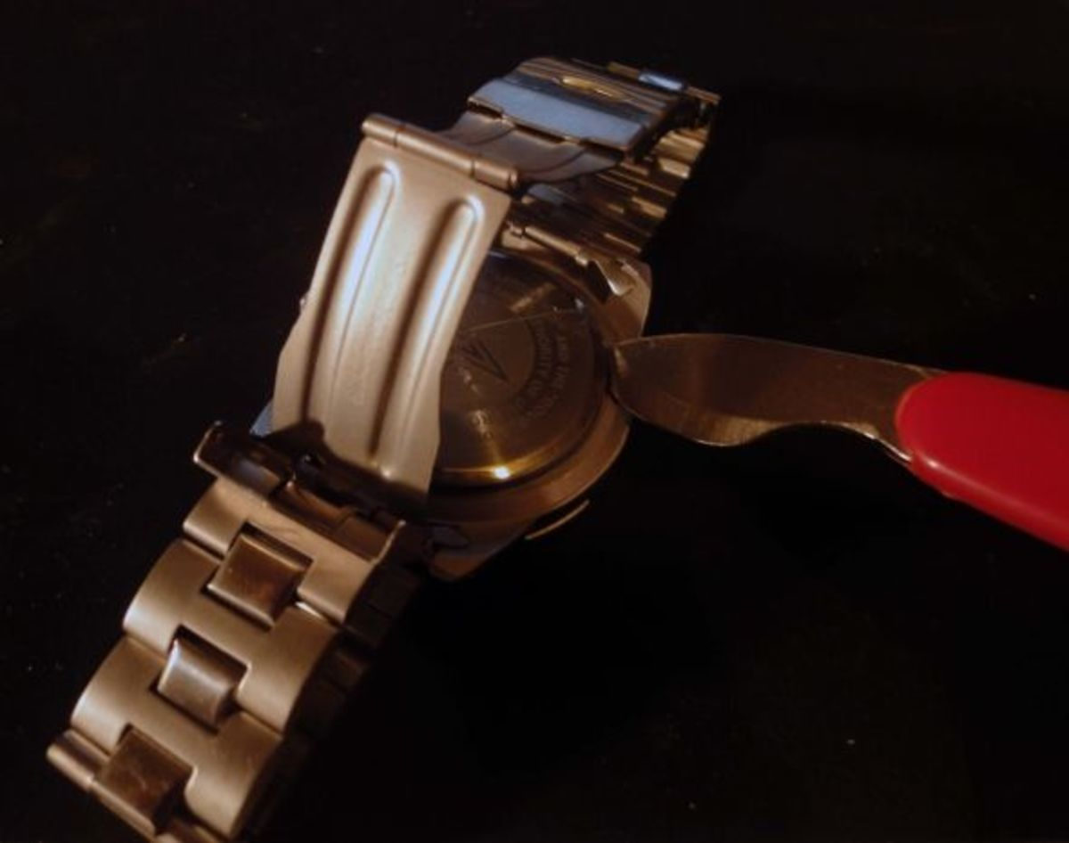 Removing watch back