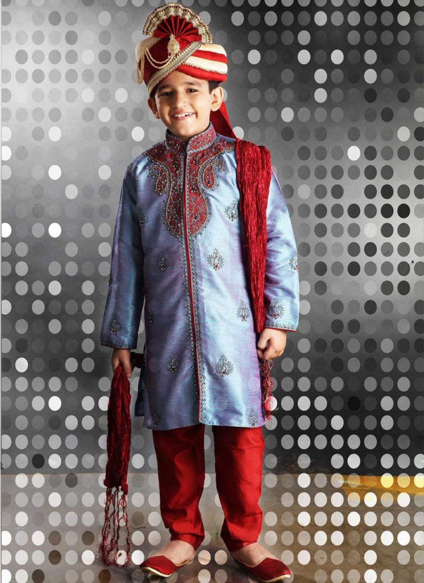 Fascinating Embroidered Kurta Pyjama for Diwali. Photo used with permission from Cbazaar.com