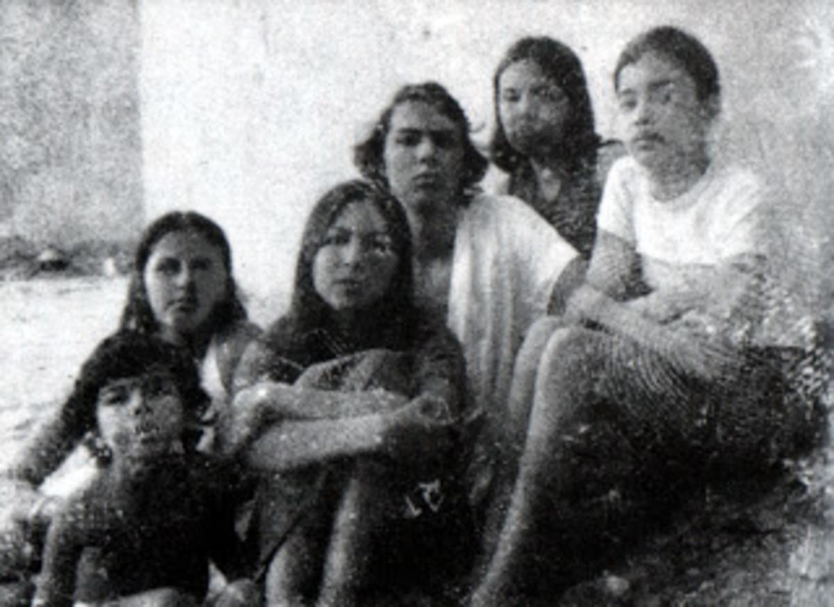 L-R Abdellatif, Malika, Fatima (mother), Raouf, Miryam, and Soukaina