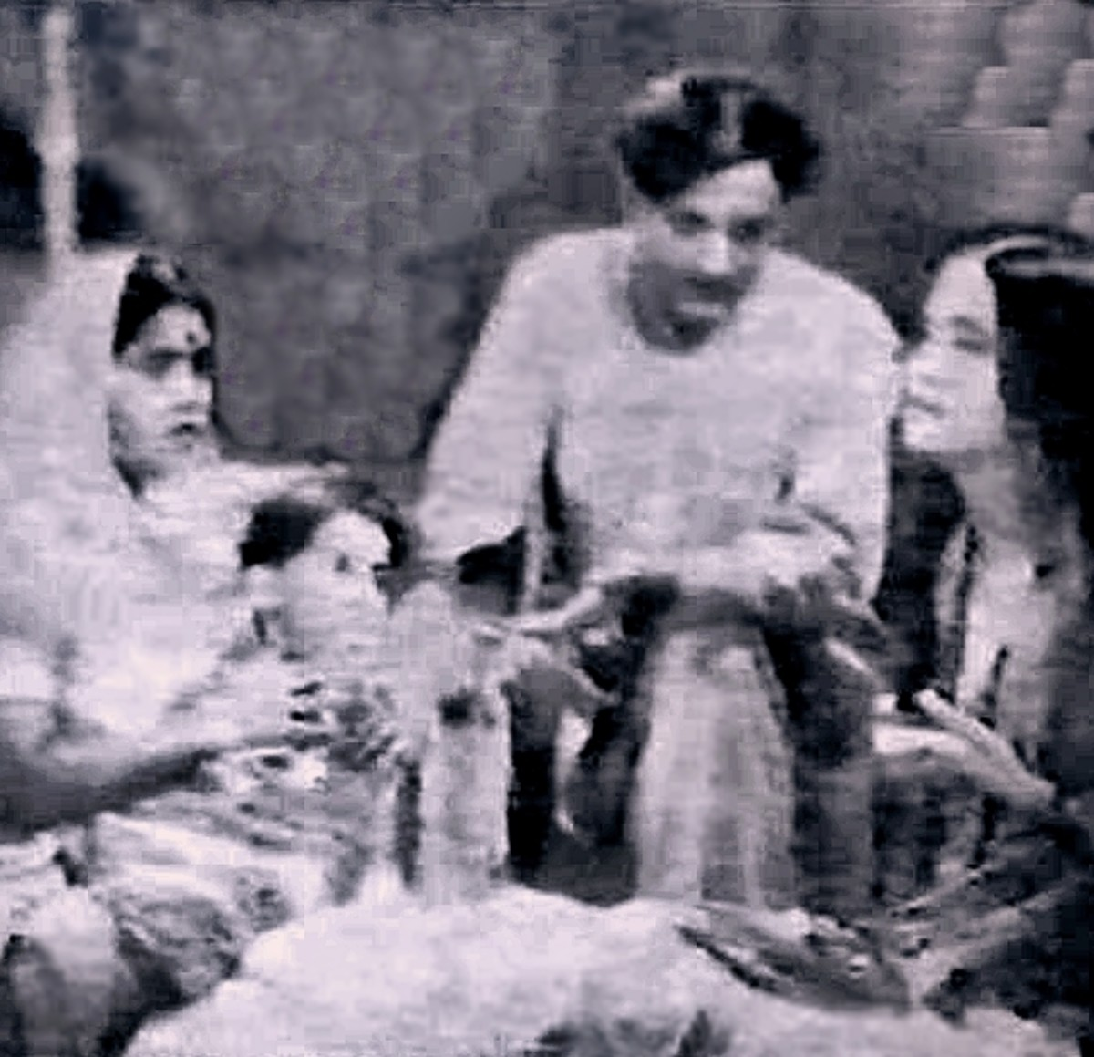 One of the first Great Lullabies of Bollywood, by K L Saigal - Another Example of his Genius.