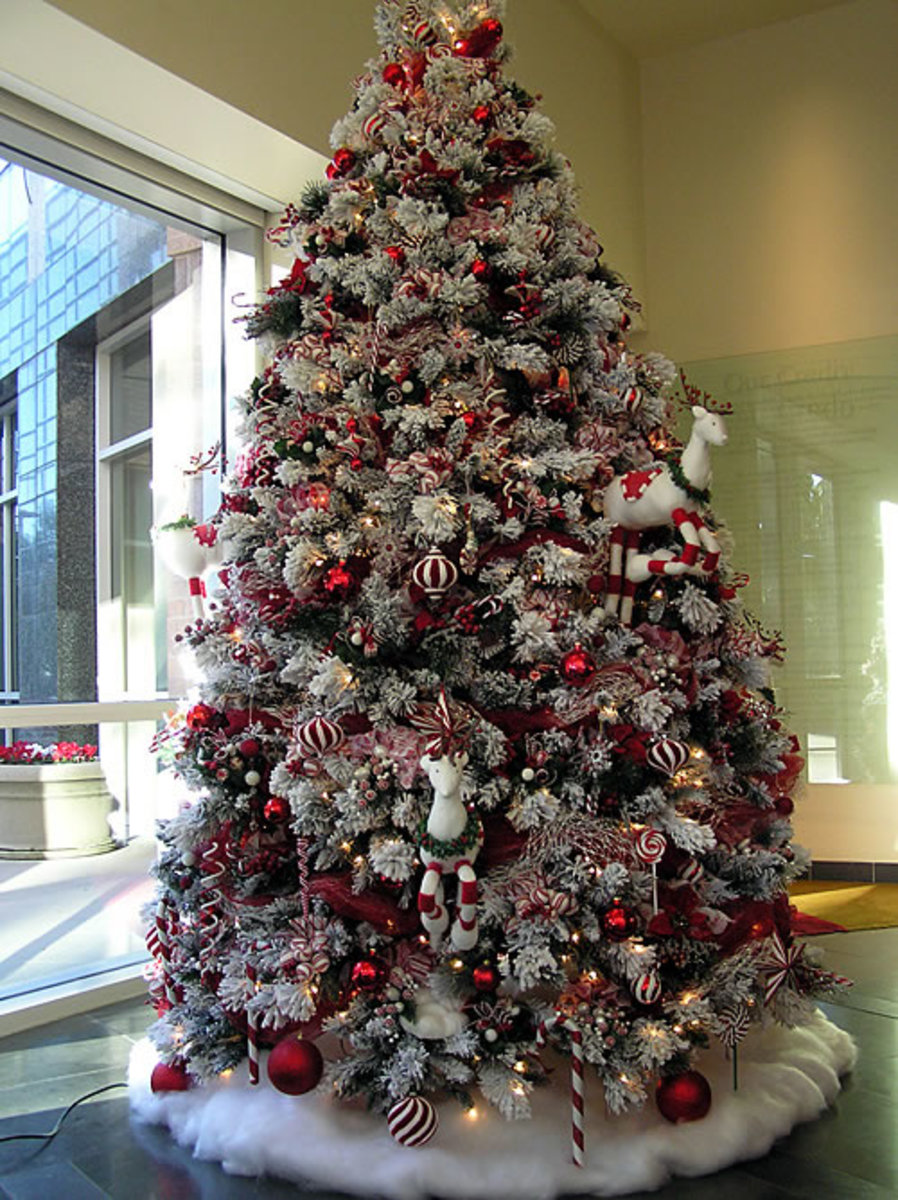 Trimming the Christmas Tree Beautiful Photos and Tips to Inspire your Tree Decorating!