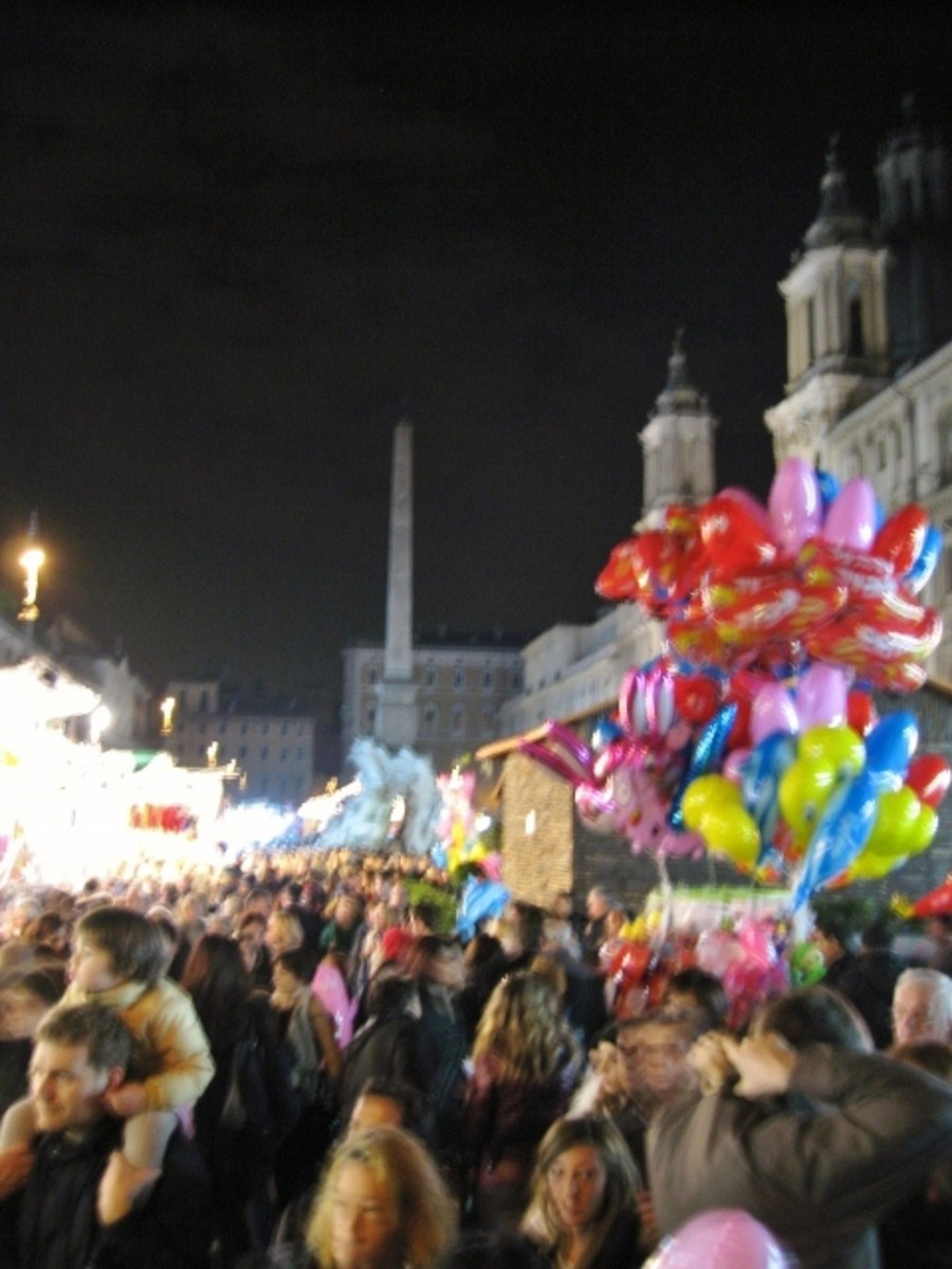 The crowd in Piazza Navona at Christmas time