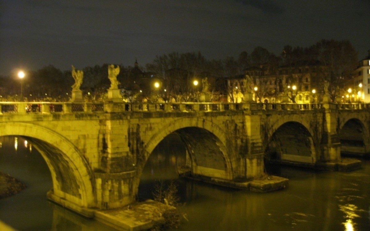 One of the bridges crossing the river Tevere
