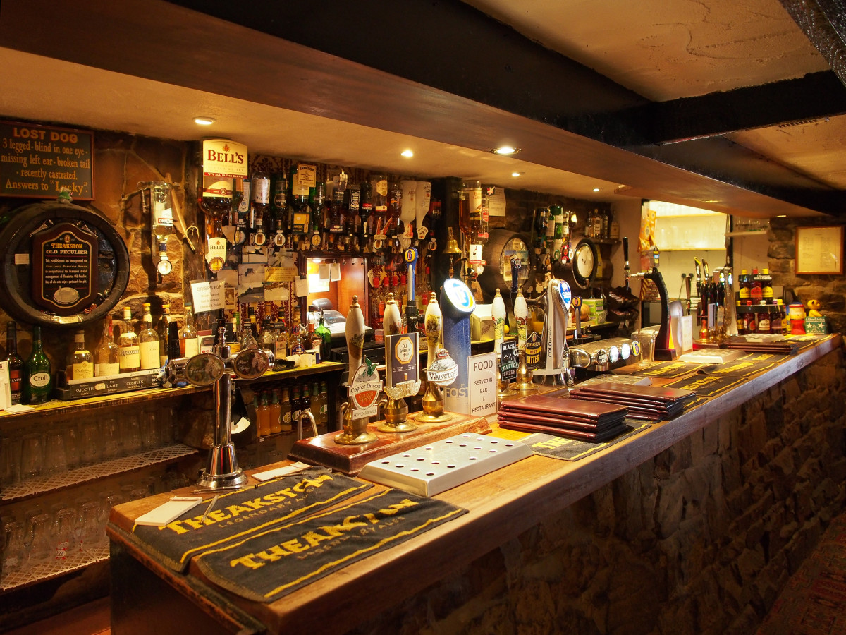 The bar's long enough to serve several thirsty walkers abreast, with a wide choice of food and drink - order at the bar...