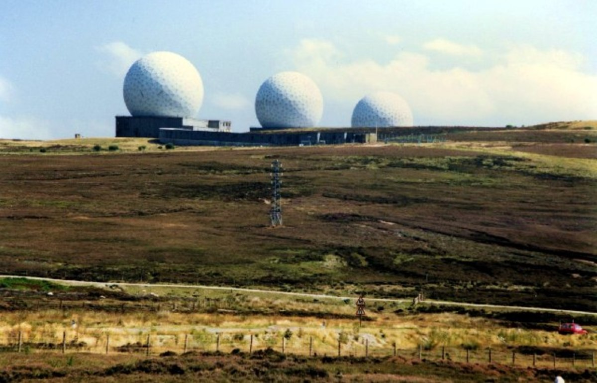 Fylingdales Early Warning Station as built in the 1960s survived in this form until the 1990s, when the radomes were replaced by the 'sandcastle'
