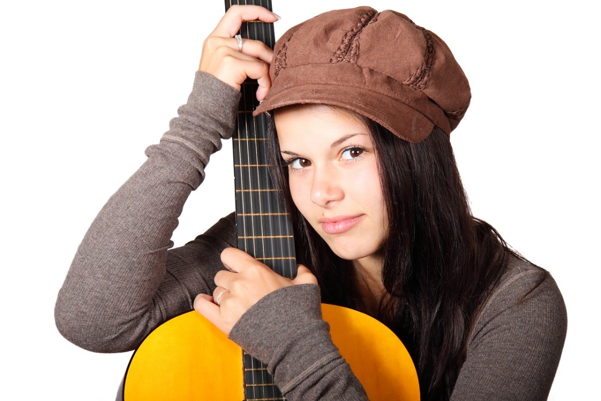 Acoustic Guitar for a Girl with Small Hands