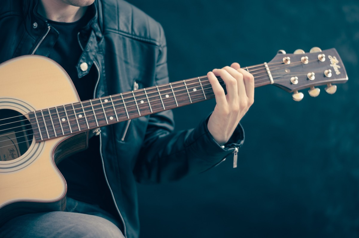 Acoustic Guitars Designed for a Person with Small Hands