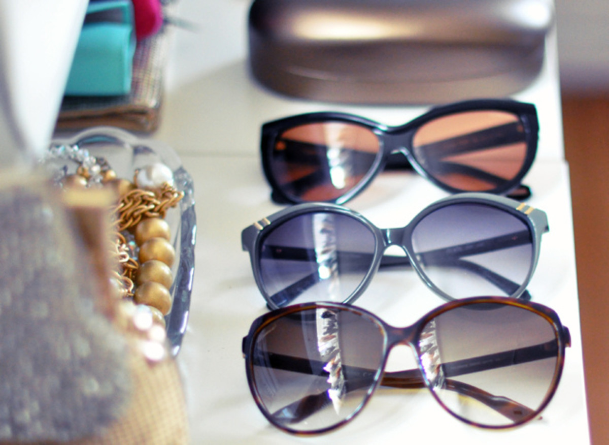 Fashion stylists need to know how to match accessories to outfits flawlessly.