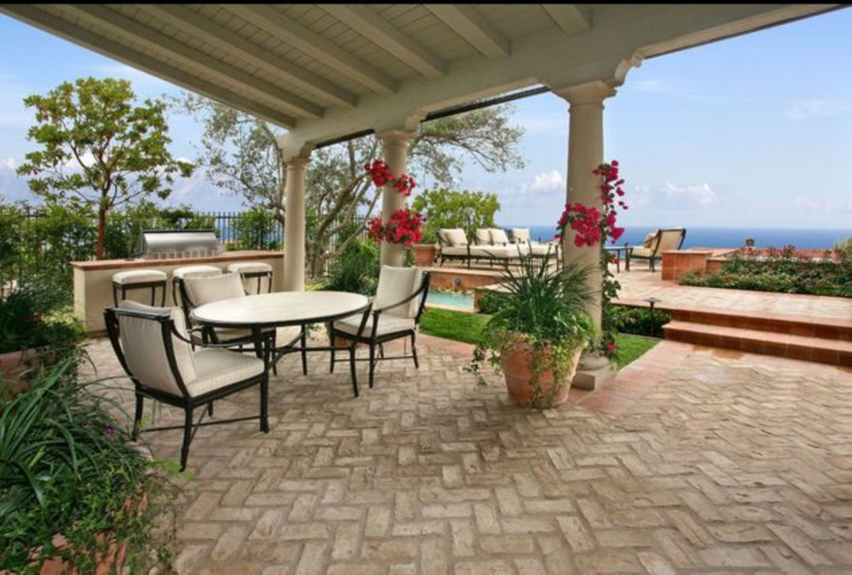 Mediterranean veranda with brick flooring and covered patio