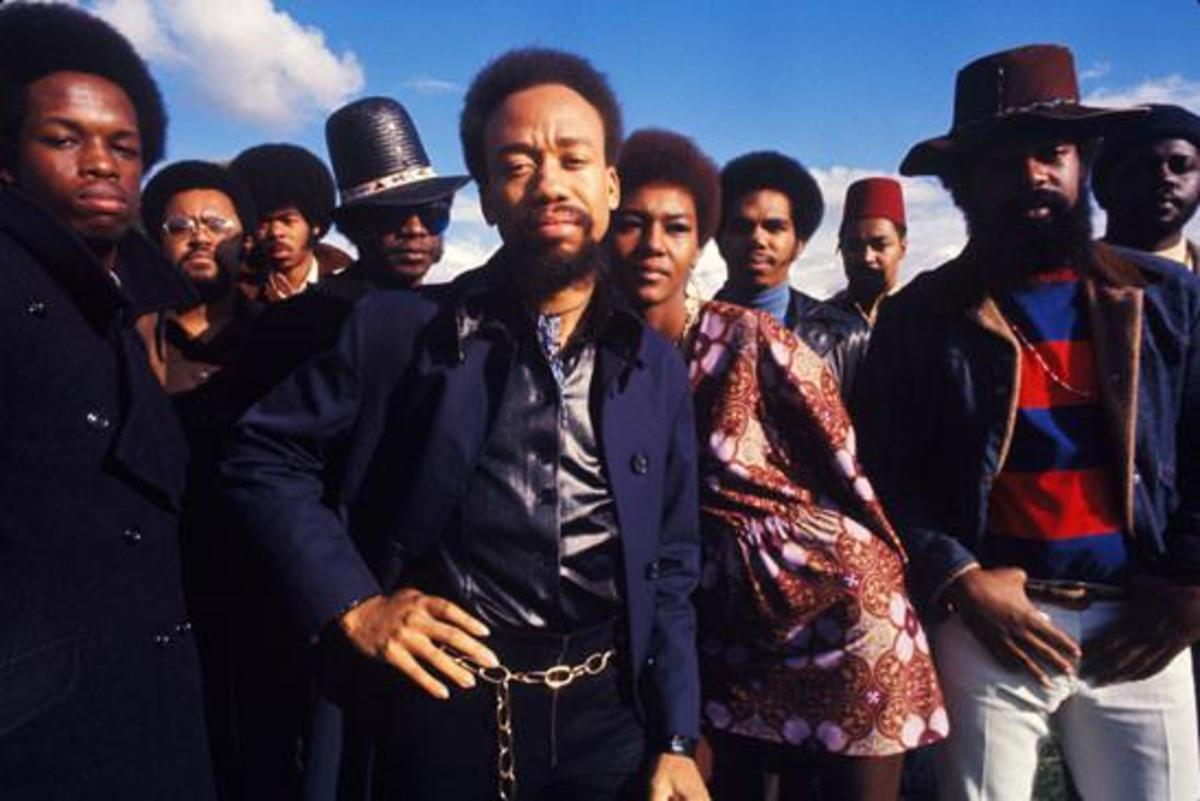 Maurice White (center)