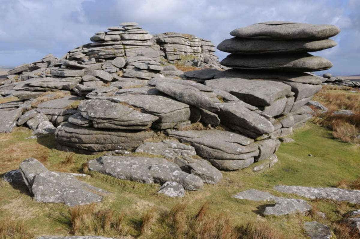 Rocky outcrops near the summit of Rough Tor.