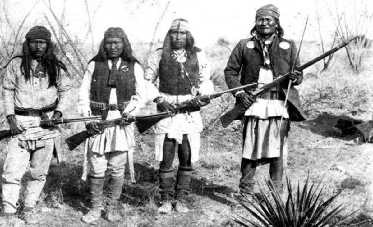 Apache warrior Geronimo (right) and his warriors from left to right: Yanozha (Geronimos´s brother-in-law), Chappo (Geronimo´s son of 2nd wife) and Fun (Yanozha´s half brother) in 1886. Note the size of Geronimo compared to the other warriors.