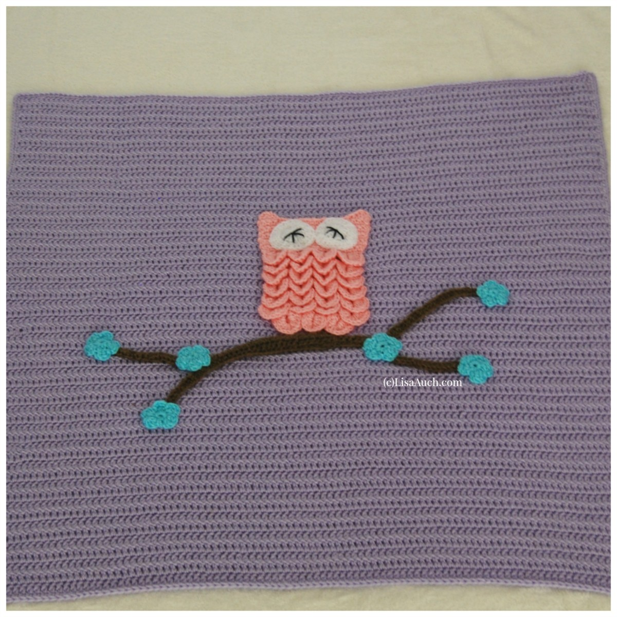 Make this easy crochet blanket and adorn with Animal Applies