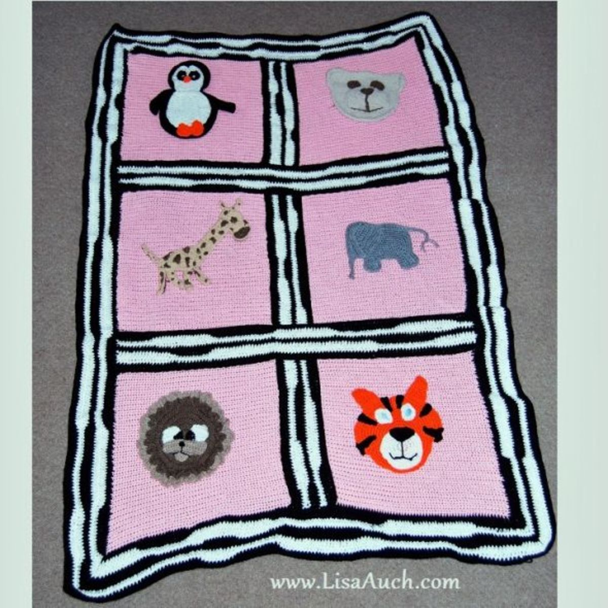 finished-crochet-zoo blanket