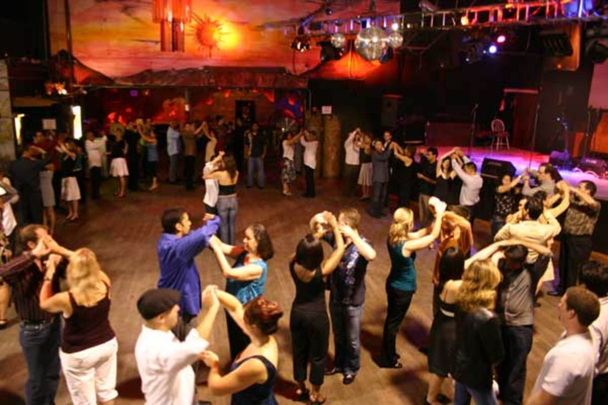 how-to-avoid-awkward-and-uncomfortable-situations-on-the-dance-floor