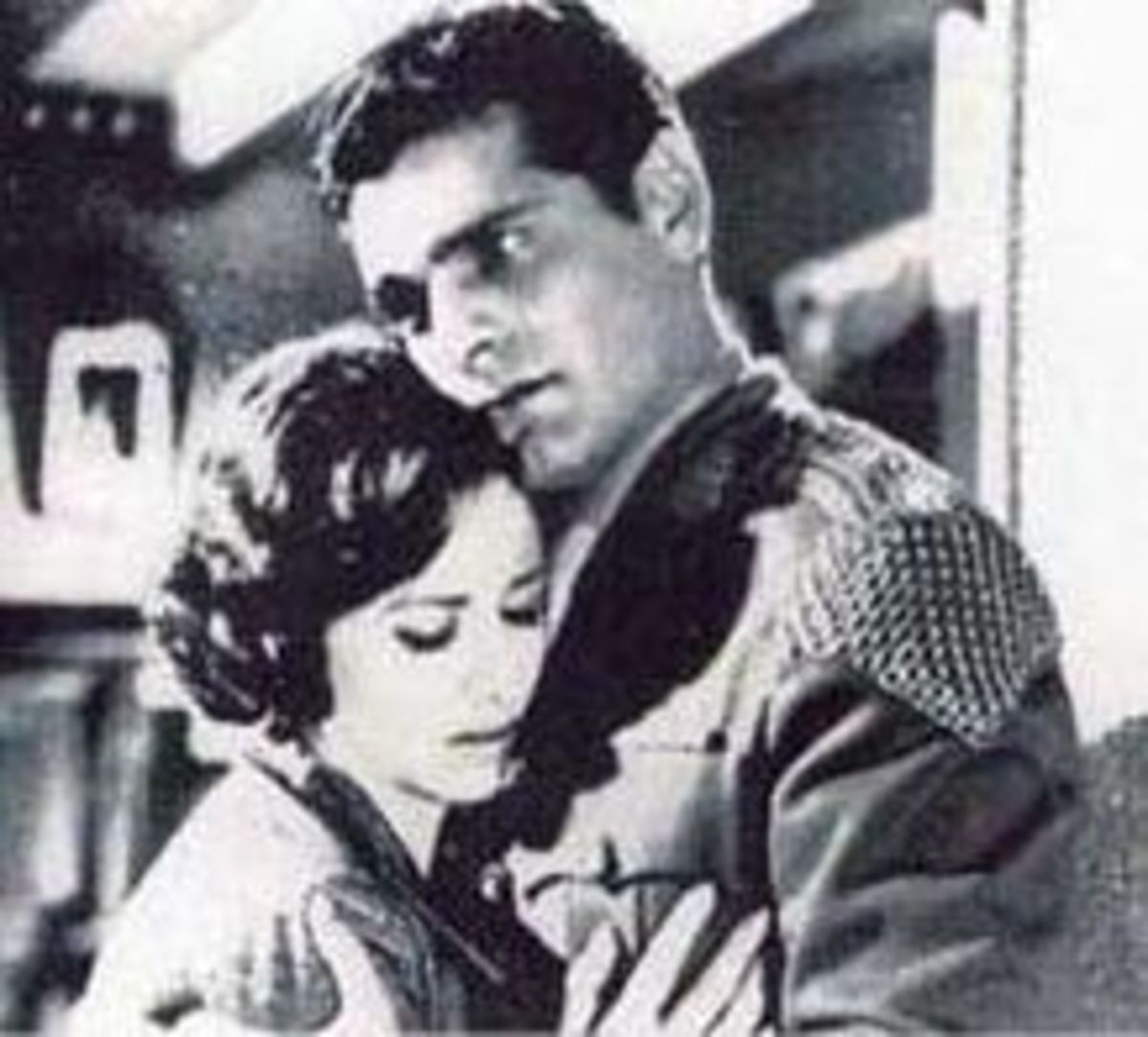 Faten Hamama and Omar Sharif in Nahr al-hob