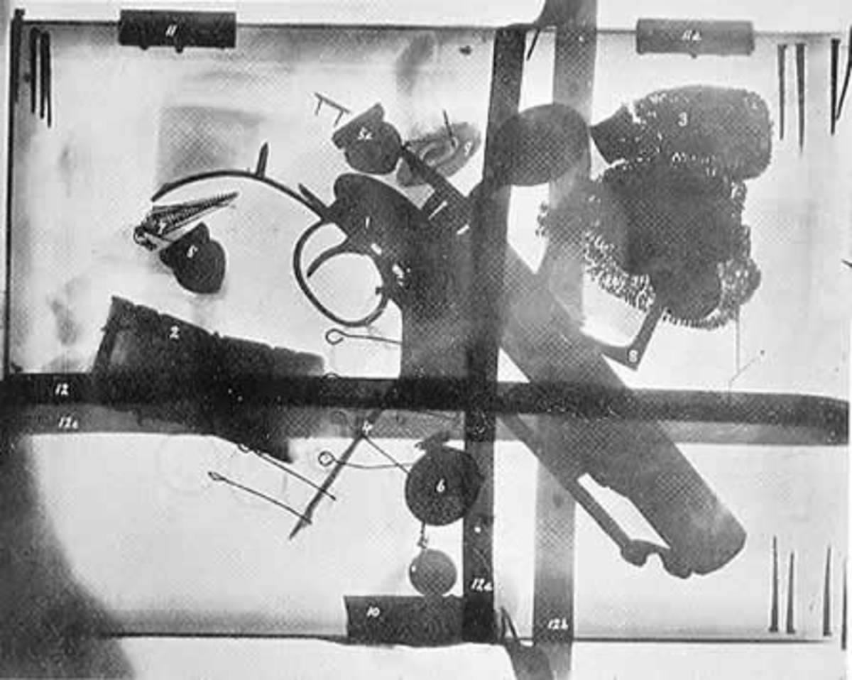 Joanna Southcott's box (an x-ray of the fake opened in 1927