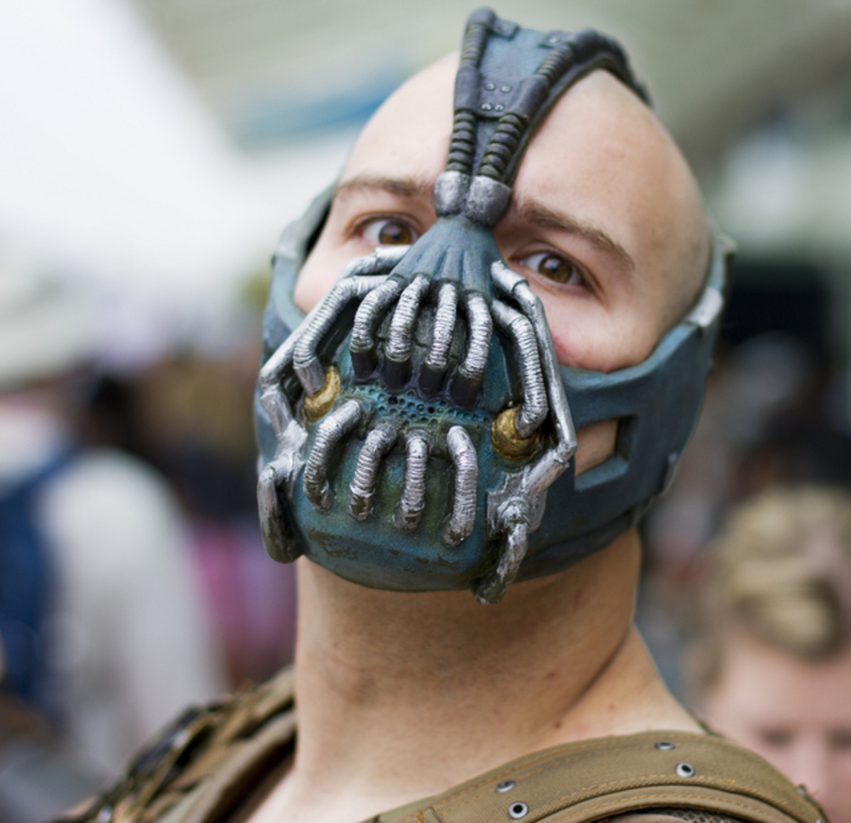 Awesome mask spotted at a Comic Con event. This is an example of a 'high-end' type of mask which a lot of time has obviously gone into. Skill and patience is required to make a replica mask like this one, but it is achievable!
