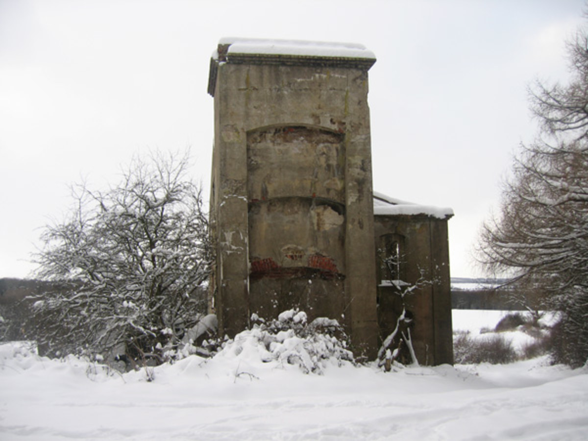 Ventilation shaft at Slapewath - a fairly uniform style of concrete structure around East Cleveland