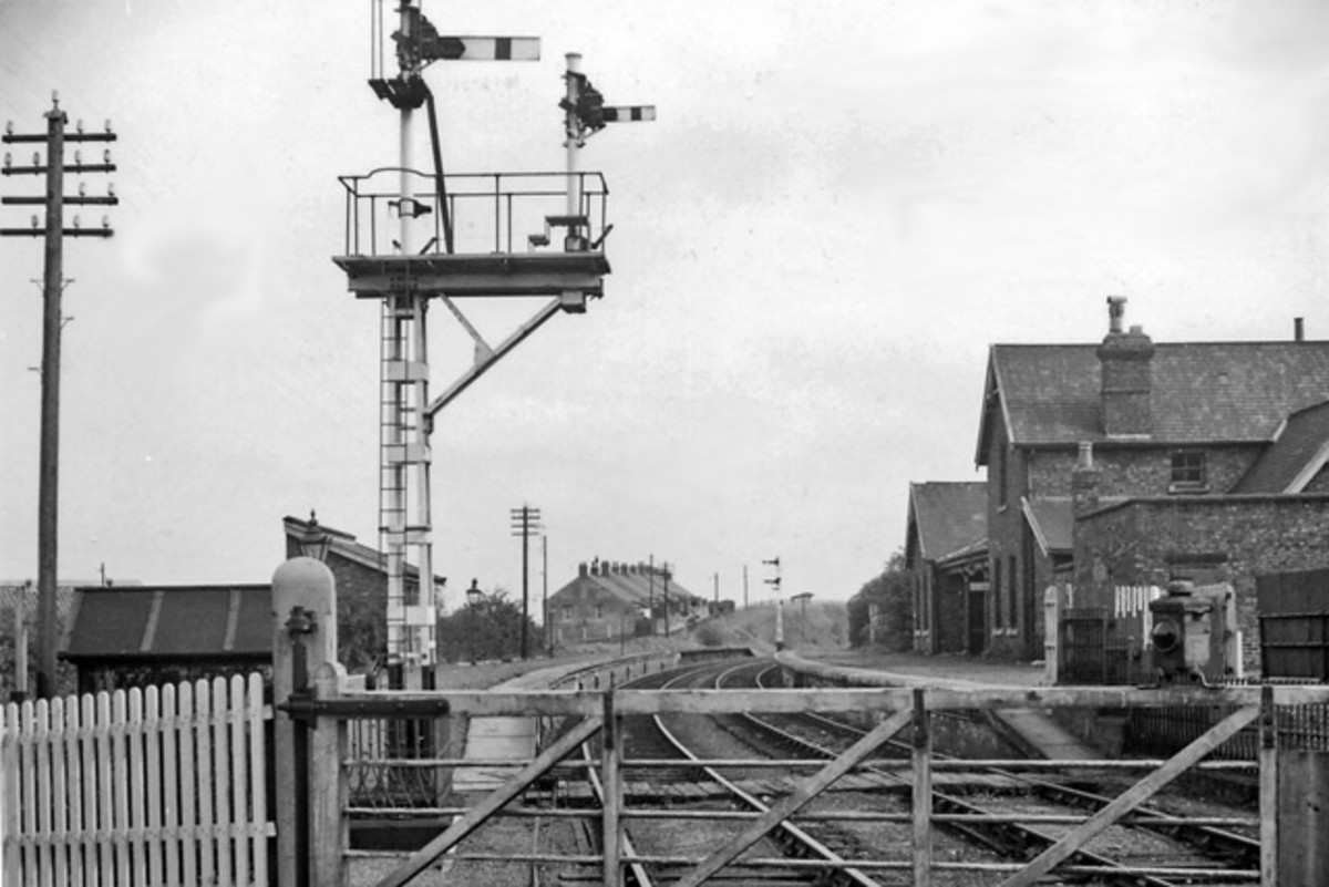 Boosbeck Station - Boosbeck's train services also provided nearby Lingdale with passenger links to Whitby and Scarborough going east, Guisborough and Middlesbrough to the west