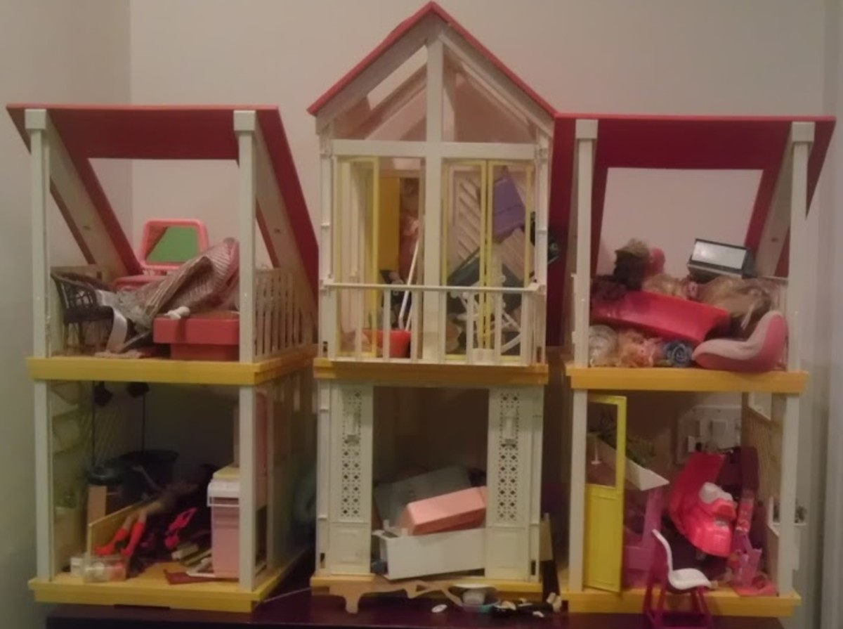 OMG! What happened? Barbie needs an intervention at the Hoarder Dream House!